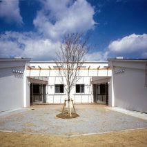 092-02中庭外観