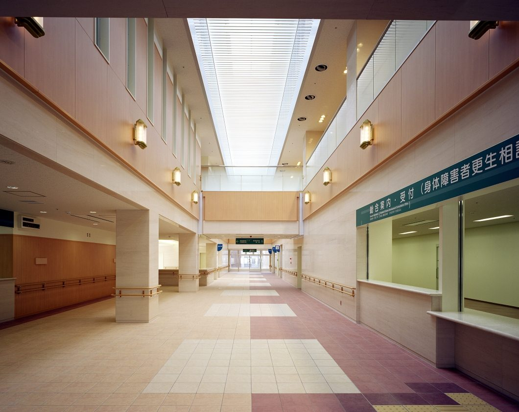082-01中央待合ホール